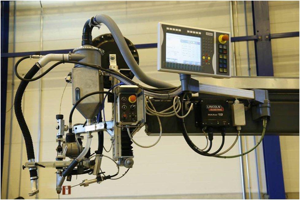 Фото: Сварочная голова для сварки под слом флюса с панелью управления.